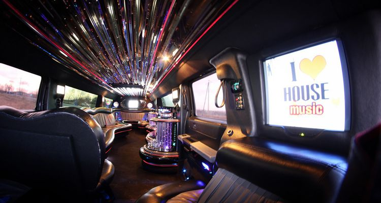 long-stretch-hummer-limousine-sopot