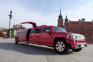 pink-limo-warsaw-airport-transfer